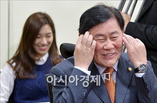 [포토]친박모임 참석한 최경환 부총리