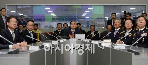 [포토]중앙재난안전대책본부 방문한 정홍원 국무총리