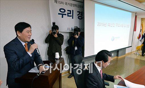 최경환, 친박모임서 '근혜노믹스' 관련 법안처리 협조 부탁