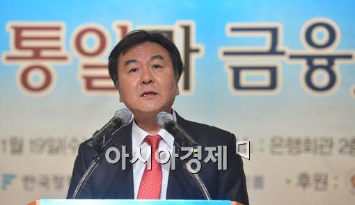 """신제윤 금융위원장 """"통일, 망망대해와 같은 심정"""""""