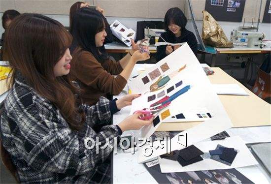 호남대 패션인력사업단은  잡 디렉터-소재기획 2차 워크숍을  개최했다.