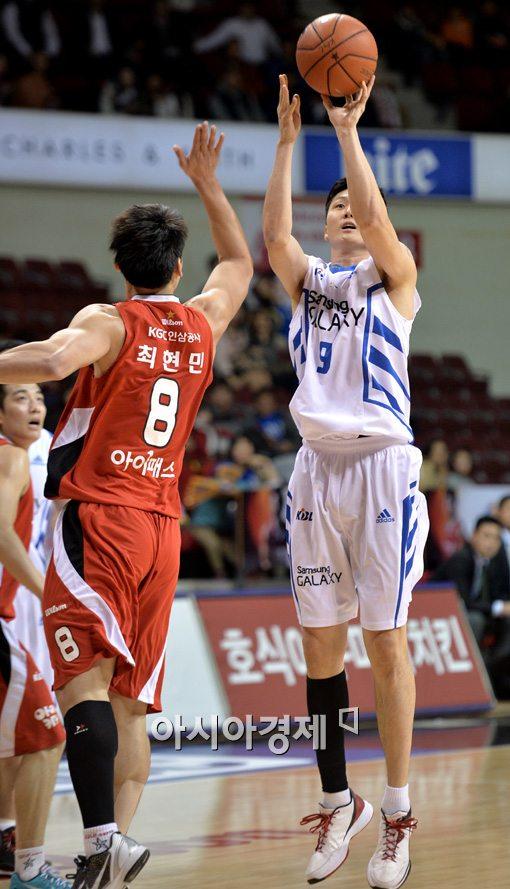 [포토]3점슛 시도하는 삼성 김동우