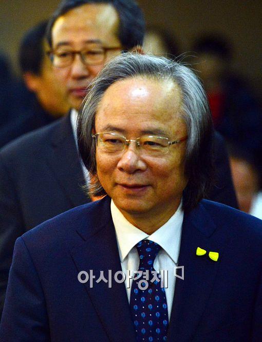 [포토]제8회 수산미래포럼에 참석하는 이주영 장관