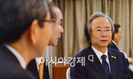 [포토]대화 중인 이주영 장관