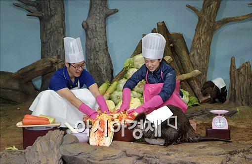 [포토]'종가집 비버가(家) 김장김치' 담그기