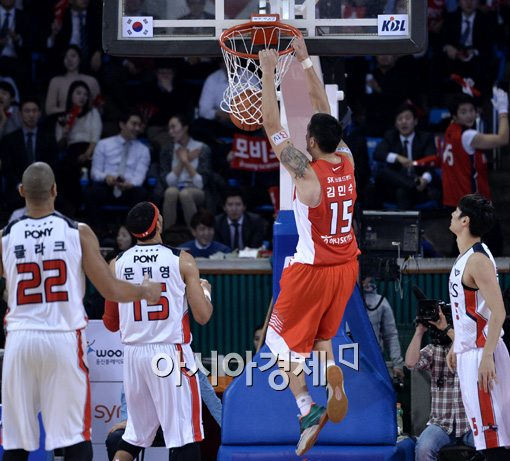 [포토]김민수,'덩크슛으로 분위기 반전 노린다'