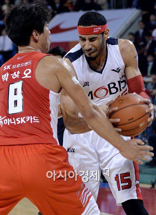 [포토]문태영,'아! 팔 치면 아파!'