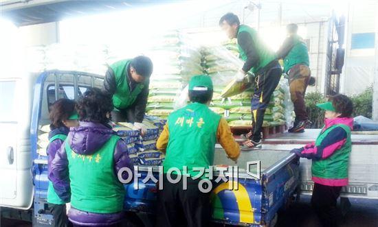 (사)장흥군새마을회(회장 이종태)는 최근 장흥 쌀 4,300여포가 정남진농협 RPC를 통해 출하되어 자매결연 도시인 부산영도구에 판매했다.