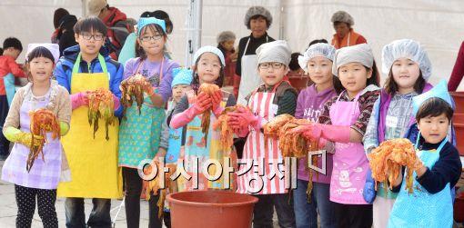 [포토]'어린이들이 담근 김치'