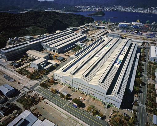 두산중공업 창원공장 전경. 445만㎡로 여의도 면적 1.6배 정도의 크기(약 138만평)에 두산중공업, 두산엔진, 두산인프라코어, 두산 DST, 두산건설 등 6개의 본사와 공장이 자리를 잡은 이곳은 두산의 첨단 기술력이 모두 결집된 핵심기지다.
