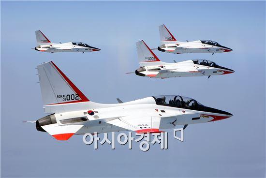 한국항공우주산업(KAI)가 생산하는 고등훈련기 T-50이 편대비행을 하고 있다.