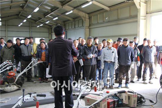 장흥군(군수 김 성) 농업기술센터는  지난 21일 귀농한 신규 농업인 50명이 참석한 가운데 전기 용접 교육을 실시했다.