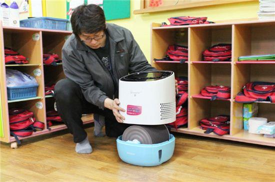 대유위니아는 겨울을 맞아 전국 어린이집과 경로당에 에어워셔 100대를 기부했다.