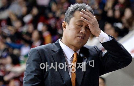 [포토]전창진 감독, '아이고 머리야'