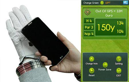 범양글러브의 스카치 글러브는 휴대폰을 장갑에 대면 홀까지 남은 거리를 목소리로 알려준다.