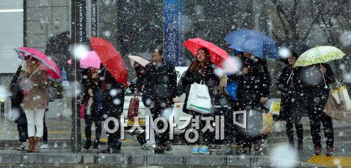 [오늘 날씨]강추위 전국 강타, '칼바람'…곳곳 눈, '빙판길' 조심