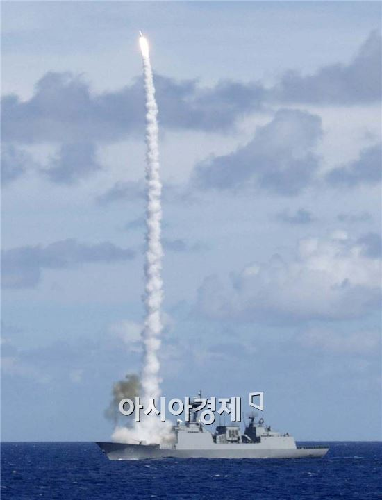 이순신함에서 SM-2 미사일을 발사하는 장면 (사진=아시아경제DB)