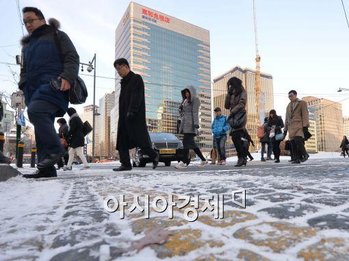 [오늘 날씨]전국 대부분 눈·비, 오후엔 '맑음'…추위 다소 누그러져