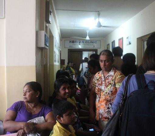 코리안클리닉 복도에서 진료를 기다리고 있는 환자들(사진제공=코이카)
