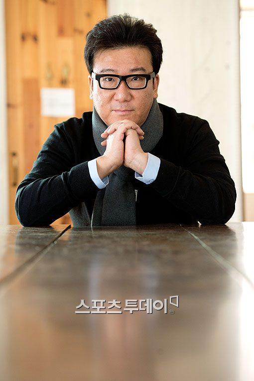 """'국제시장' 윤제균 감독 """"배우들 연기 칭찬…행복해""""(인터뷰)"""