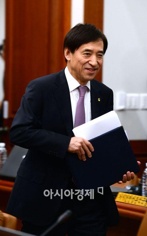 [포토]금통위 참석하는 이주열 한국은행 총재
