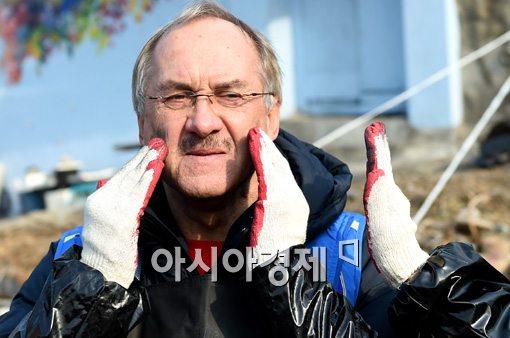 [포토]슈틸리케 감독, '연탄을 바르라고?'