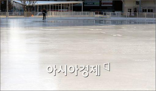 """[포토]""""서울광장 스케이트장, 조금만 더 기다리세요~"""""""