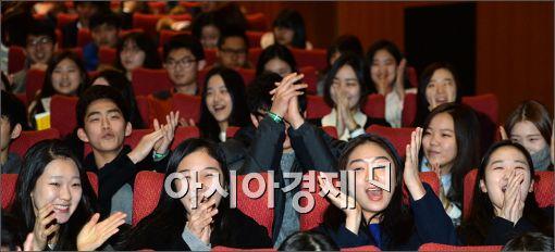 [포토]환영파티가 즐거운 신입생들