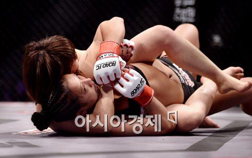 [포토]송가연, '포기는 없다'