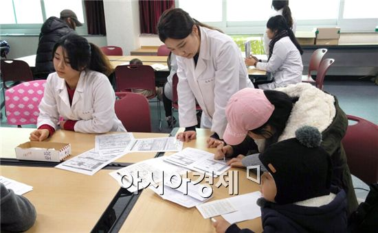 호남대학교 간호학과는 지난 15일부터 이틀간 광주 광산구 수완보건지소 보건교육실(3층)에서 '영양플러스' 자원봉사에 참여했다.
