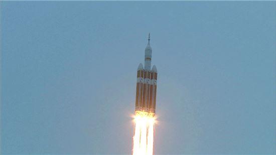 ▲지난 5일 오리온우주선이 발사되고 있다.[사진제공=NASA]