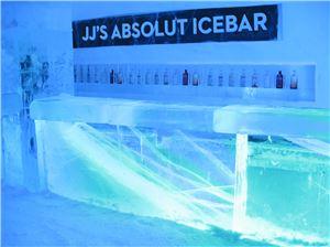 앱솔루트가 제이제이 마호니스와 함께 국내 최초의 아이스바 'JJ's ABSOLUT ICEBAR'를 선보였다.