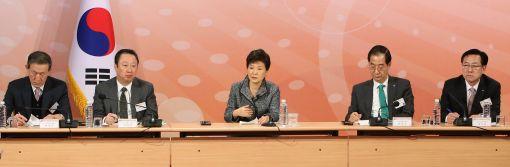 18일 대한상공회의소 등 경제5단체가 개최한 '경제5단체 초청 해외진출 성과 확산 토론회'에서 박근혜 대통령이 인사말을 하고 있다.