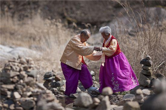 '님아, 그 강을 건너지 마오'의 노부부