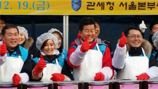 천홍욱 관세청 차장 · 견미리 · 태진아 · 정재열 서울세관장(왼쪽부터)