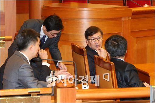 [포토]분위기 좋은 정부측 대리인단