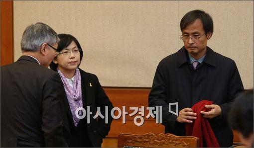 [포토]허탈한 표정의 이정희 대표