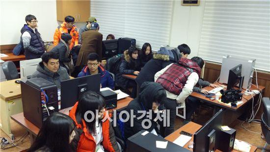 전라남도교육청(교육감 장만채)이 개설한 '전남교육 영상기자단 캠프'가 지난 18일부터 19일까지 이틀간 동신대학교 방송연예학과 실습실 등지에서 개최됐다.