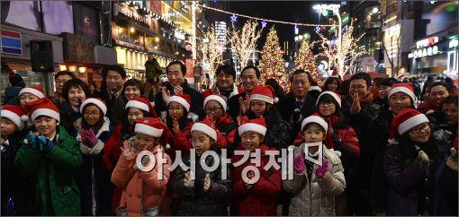 [포토]신촌 연세로 크리스마스 거리축제 개막