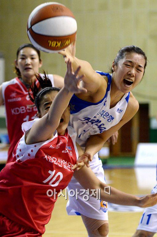 [포토]양지희-최원선, '여자들의 다툼이 더 치열해'