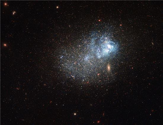 ▲푸른색을 띠는 마르카리안 은하.[사진제공=NASA]