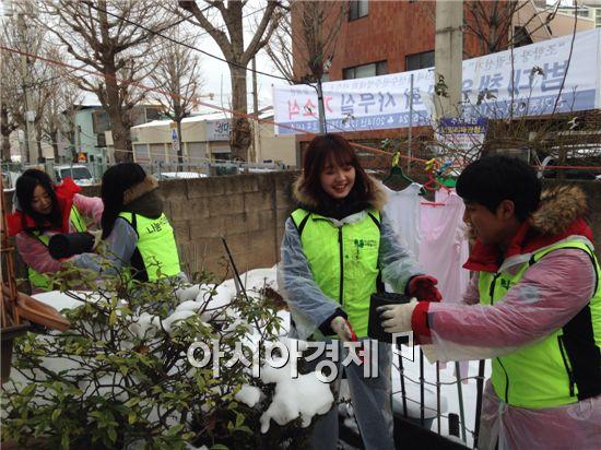 호남대 사회봉사센터는 광산구 신가동 이웃들에게 연탄 3,500장을 전달 했다.
