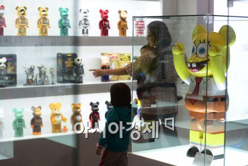 [포토]신세계百, 국내 최대 규모의 베어브릭 전시회 개최
