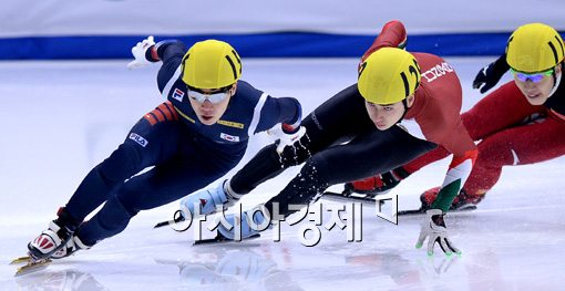 [포토]500m 준결승 레이스 펼치는 서이라
