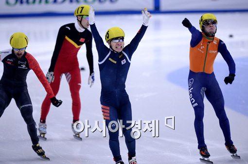 [포토]'500m 1위' 서이라, '금빛 환호!'