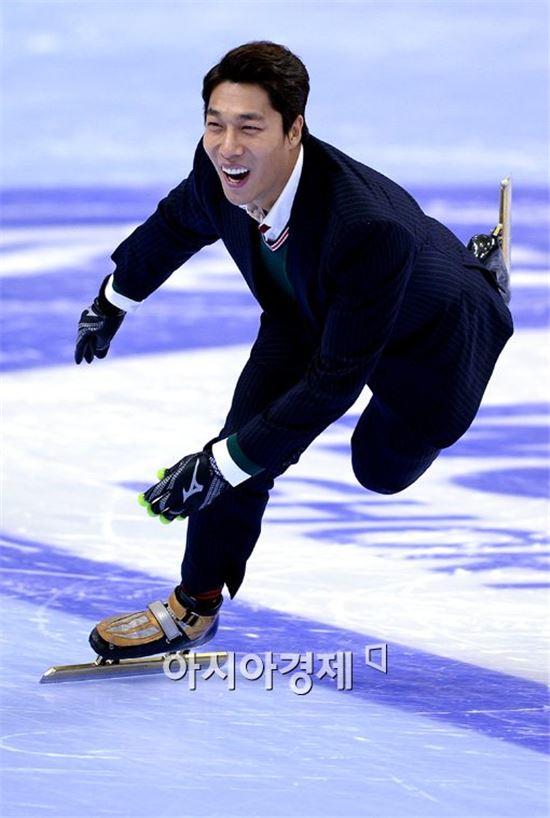 [포토]김동성, '역시 빙판 위는 즐거워'