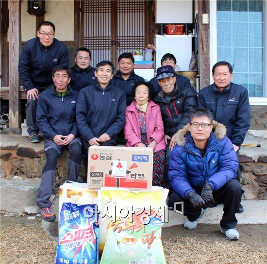 K-water 전남서남권관리단은 연말연시를 맞아 지역의 소외된 이웃들에게 따뜻한 사랑을 전달했다.