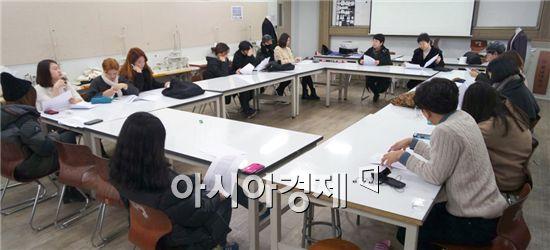 호남대학교 패션전문인력양성사업단(단장 최경희)은  23일 쌍촌캠퍼스 전공실에서 '패션Fair 해외현장학습 오리엔테이션'을 실시했다.