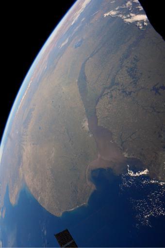 ▲아르헨티나와 우루과이가 우주에 모습을 드러냈다.[사진제공=NASA/테리 버츠]