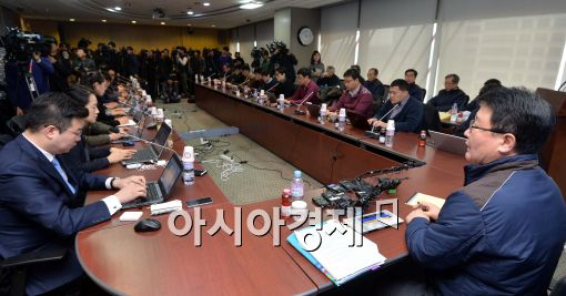 [포토]기자회견하는 조석 한수원 사장